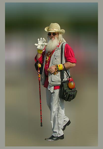 Американский дедушка / Встретил дедулю на Дне города. И так он не вписывался в нашу реальность, что задник пришлось убрать.