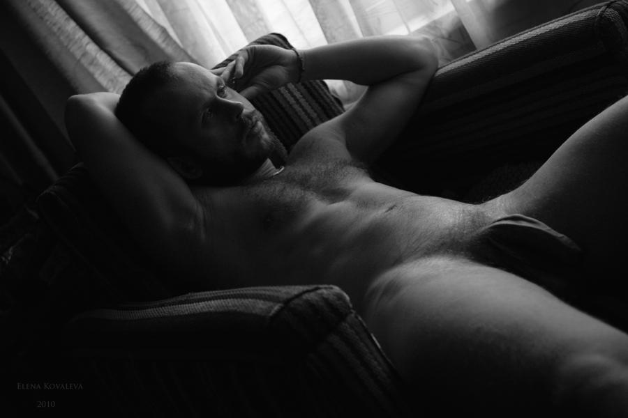 Мужская черно белая эротика
