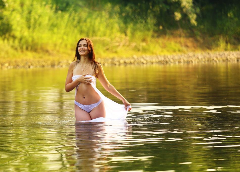 golie-v-reke-foto