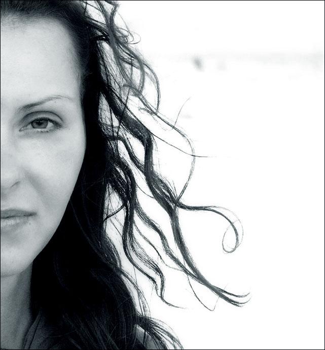 Соленый запах ветра, что веет с моря... / Стоишь на берегу и чувствуешь cоленый запах ветра, что веет с моря...