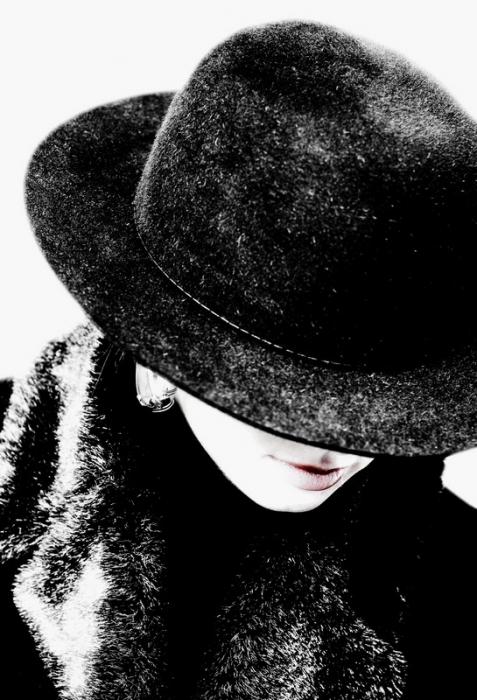Девушка в шляпе критика пожелания и