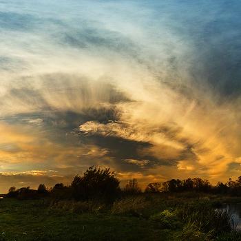 ... Небо осенью дышало ...