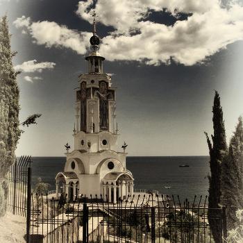 И церковь, и маяк...